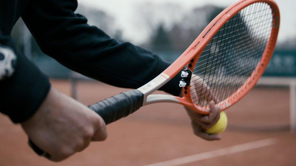 Racket met retenser